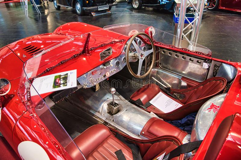 FRIEDRICHSHAFEN, MAJ - 2019: wnętrze czerwona MASERATI mistralu 300S uznania R cabrio 1966 terenówka przy Motorworld klasykami Bo zdjęcie royalty free