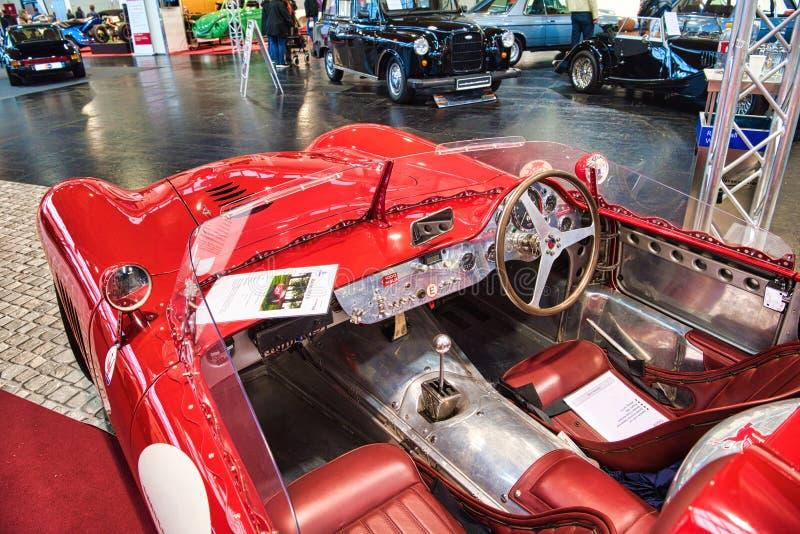 FRIEDRICHSHAFEN, MAJ - 2019: wnętrze czerwona MASERATI mistralu 300S uznania R cabrio 1966 terenówka przy Motorworld klasykami Bo obrazy royalty free