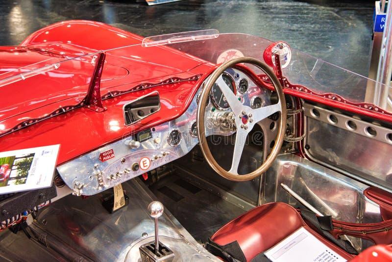 FRIEDRICHSHAFEN, MAJ - 2019: wnętrze czerwona MASERATI mistralu 300S uznania R cabrio 1966 terenówka przy Motorworld klasykami Bo obrazy stock