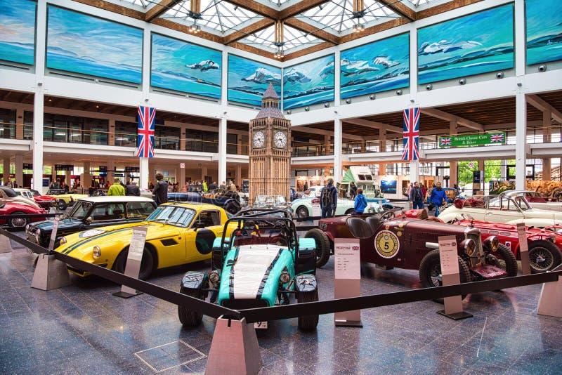 FRIEDRICHSHAFEN - MAYO DE 2019: coches británicos retros de los contadores de tiempo viejos de los oldtimers en las obras clásica imágenes de archivo libres de regalías