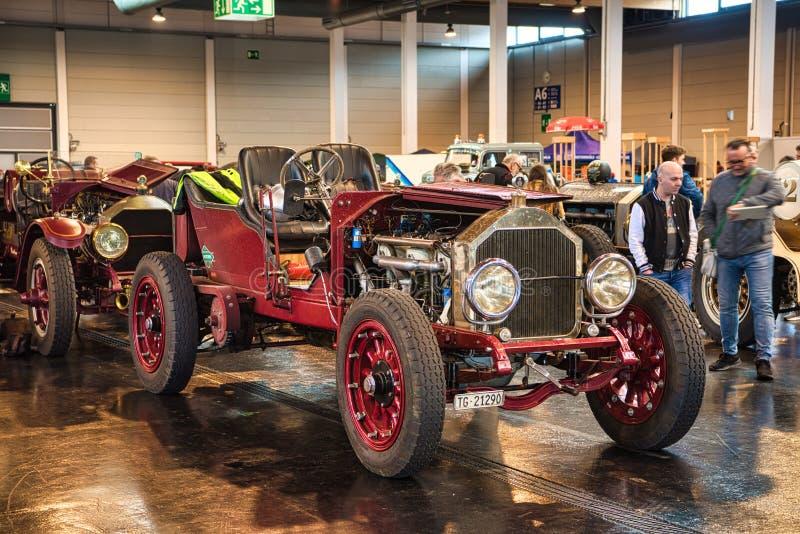FRIEDRICHSHAFEN - MEI 2019: rode LANCIA-GAMMA 20 cabrio van HP TIPO 55 1910 bij Motorworld-Schrijvers uit de klassieke oudheid Bo stock foto