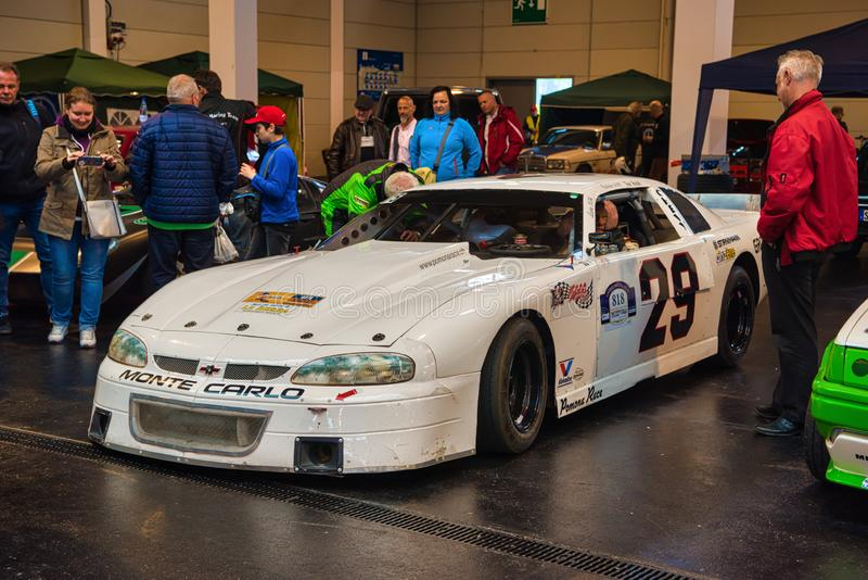 FRIEDRICHSHAFEN - MEI 2019: wit CHEVROLET CAMARO MAXIMUM LAGOD NASCAR bij Motorworld-Schrijvers uit de klassieke oudheid Bodensee royalty-vrije stock afbeeldingen