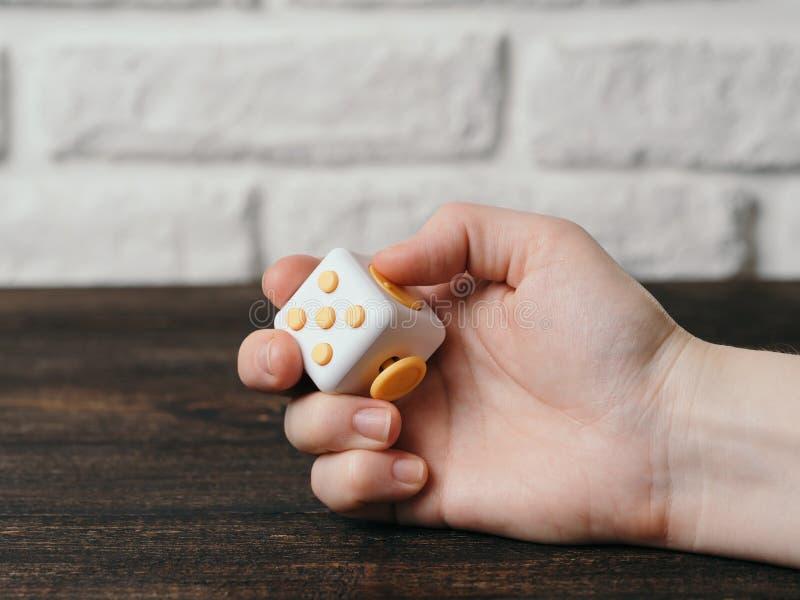 Friemel de vingersstuk speelgoed van de kubusspanning stock afbeelding