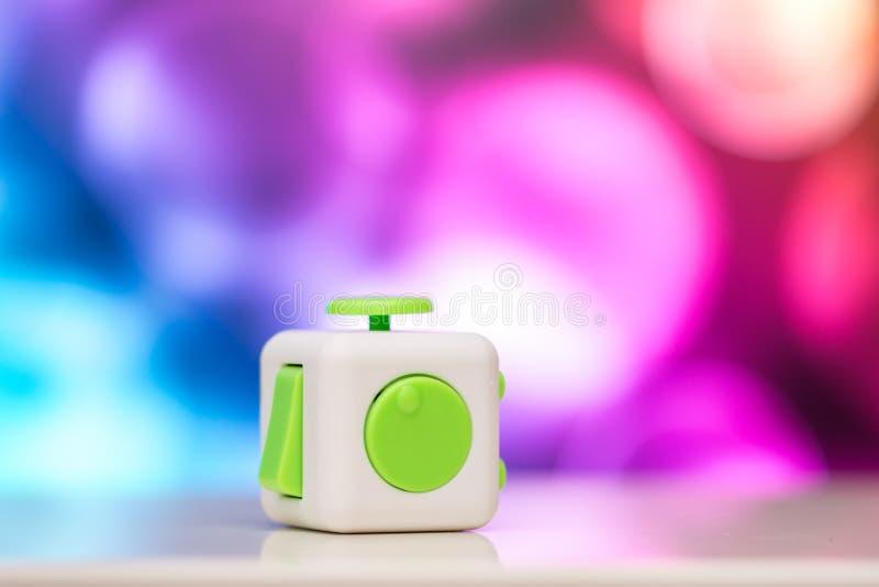 Friemel kubus antispanningsstuk speelgoed Het detail van het stuk speelgoed van het vingerspel wordt gebruikt die voor ontspant G stock foto's