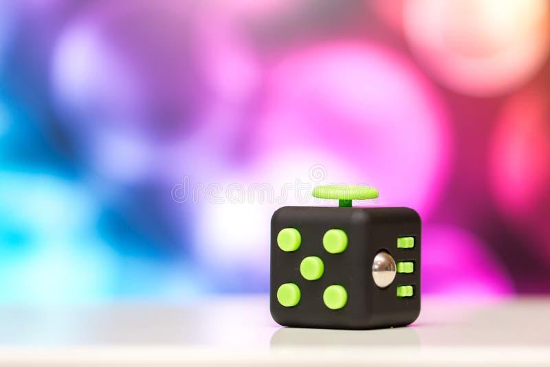 Friemel kubus antispanningsstuk speelgoed Het detail van het stuk speelgoed van het vingerspel wordt gebruikt die voor ontspant G stock afbeeldingen