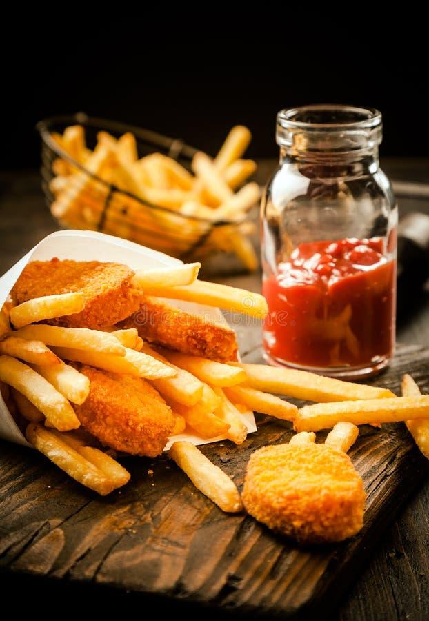 fries рыб французские зажаренные стоковая фотография