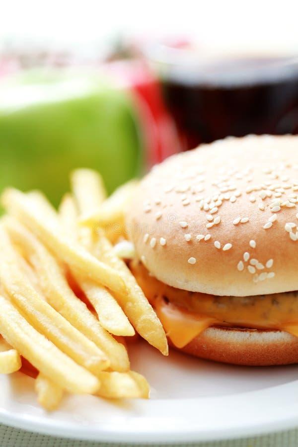 fries франчуза cheeseburger стоковые изображения