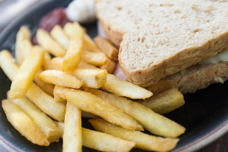 Frieten en sandwichham royalty-vrije stock afbeelding