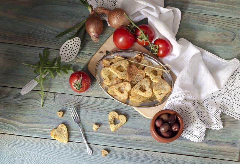 Frieten op een houten lijst royalty-vrije stock foto