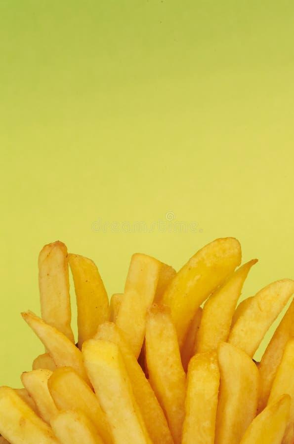 Frieten op groen royalty-vrije stock fotografie