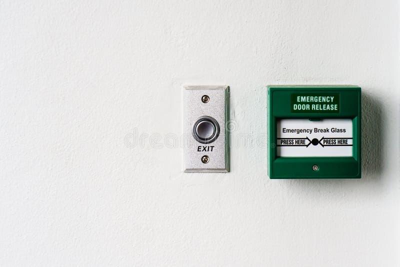 Frigörarbrytpunkt för den nöd- dörren och dörrutgången knäppas royaltyfri fotografi