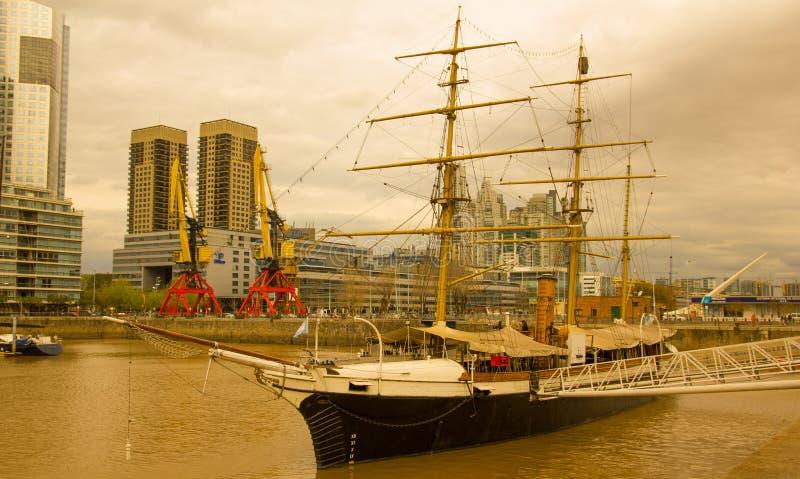 Frigatepresident Sarmiento Buenos Aires port arenaceous arkivfoto