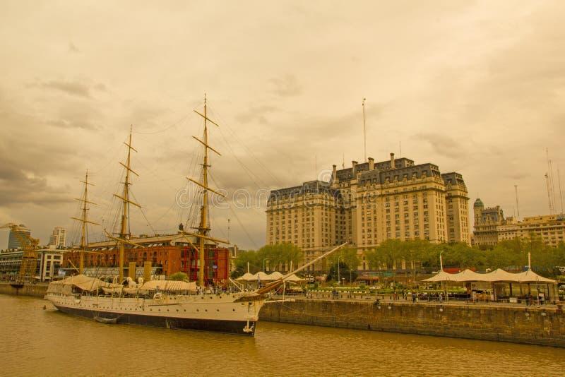 Frigatepresident Sarmiento Buenos Aires port arenaceous fotografering för bildbyråer