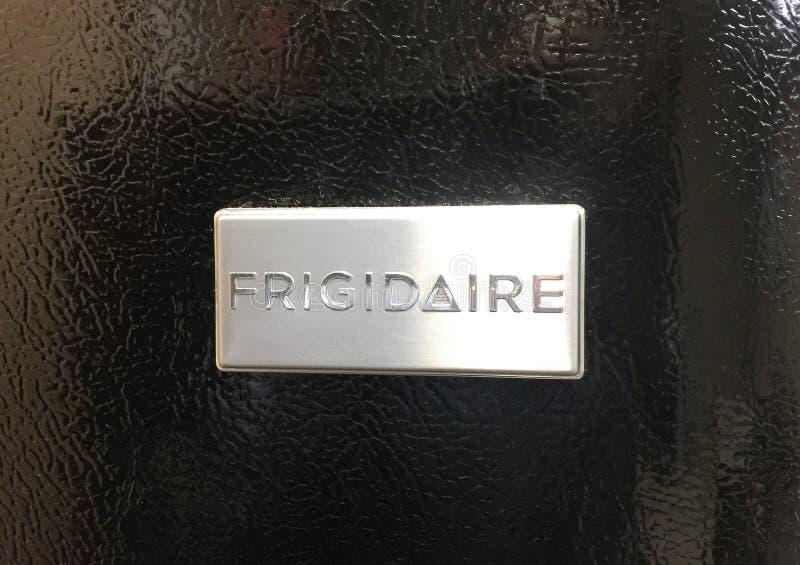 Frigidaire kylskåp i svart arkivfoton