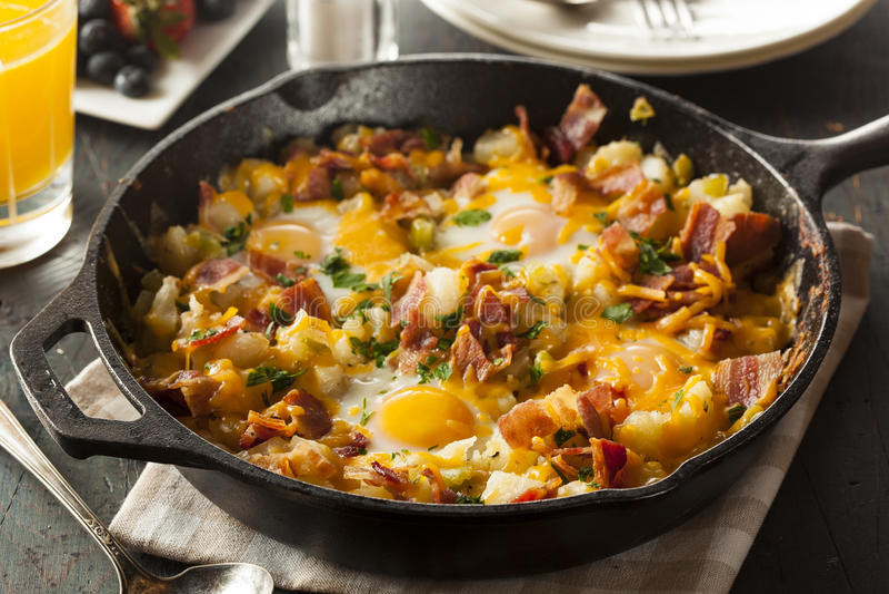 Frigideira entusiasta caseiro do café da manhã imagem de stock
