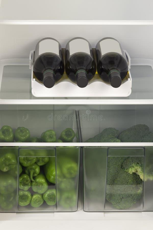 Frigorifero in pieno delle verdure fotografia stock