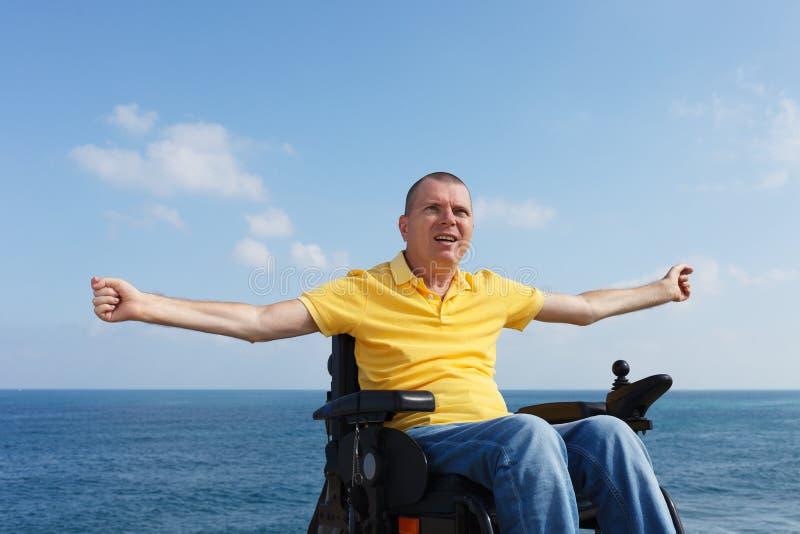 Frihet i rullstol royaltyfri foto