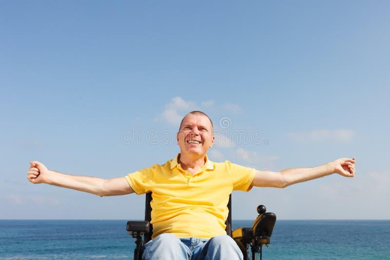 Frihet i rullstol arkivfoton
