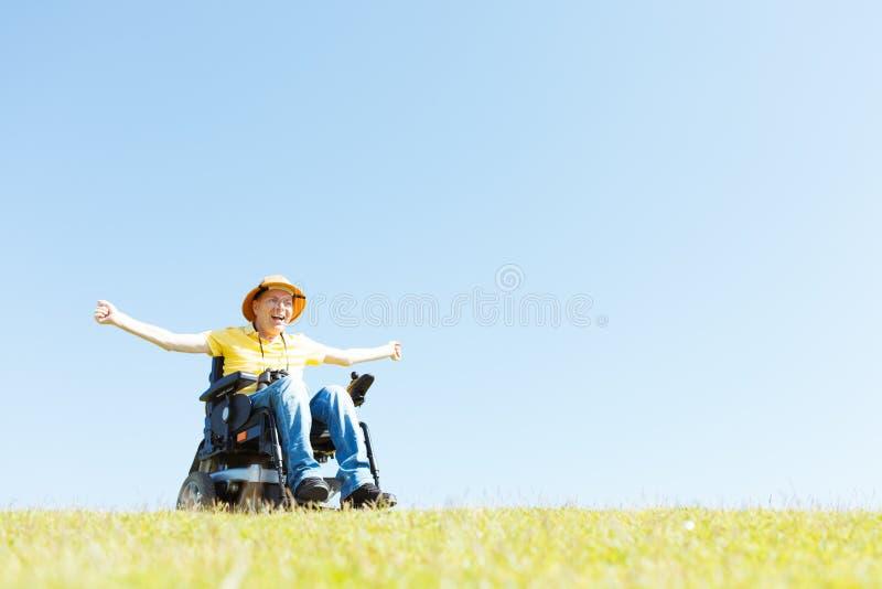 Frihet i rullstol arkivfoto
