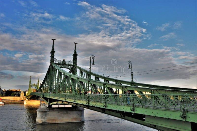 Frihetsbro i Budapest från dagboken av en handelsresande royaltyfria foton