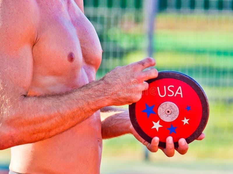 Friidrott USA förbereder sig för diskuskastet royaltyfria foton