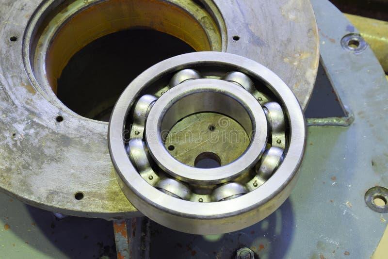 Friktionslager Detalj av en asynkron elektrisk motor royaltyfri bild
