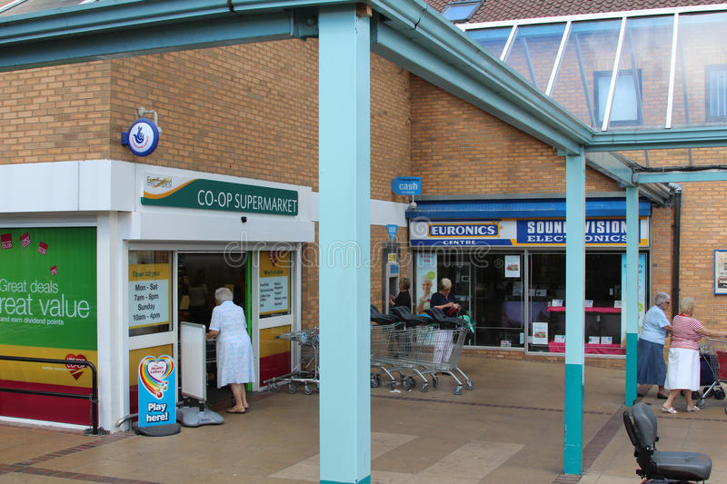 Download Frinton-on-Sea, Essex, UK editorial stock image. Image of shopping - 32767704