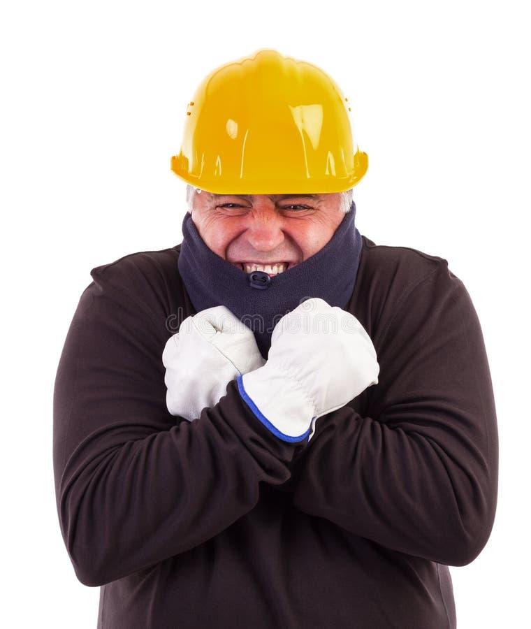 Frio de sofrimento do trabalhador com os braços cruzados fotografia de stock
