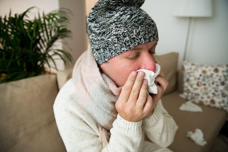 Frio doente da captura do homem fotos de stock