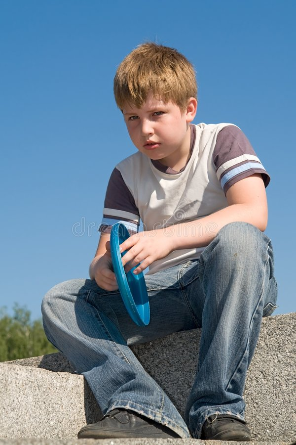 frisbee мальчика стоковое изображение