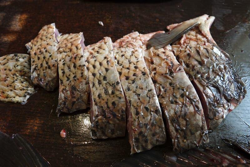 Frisch abgezogene Karpfenfische stockfotos