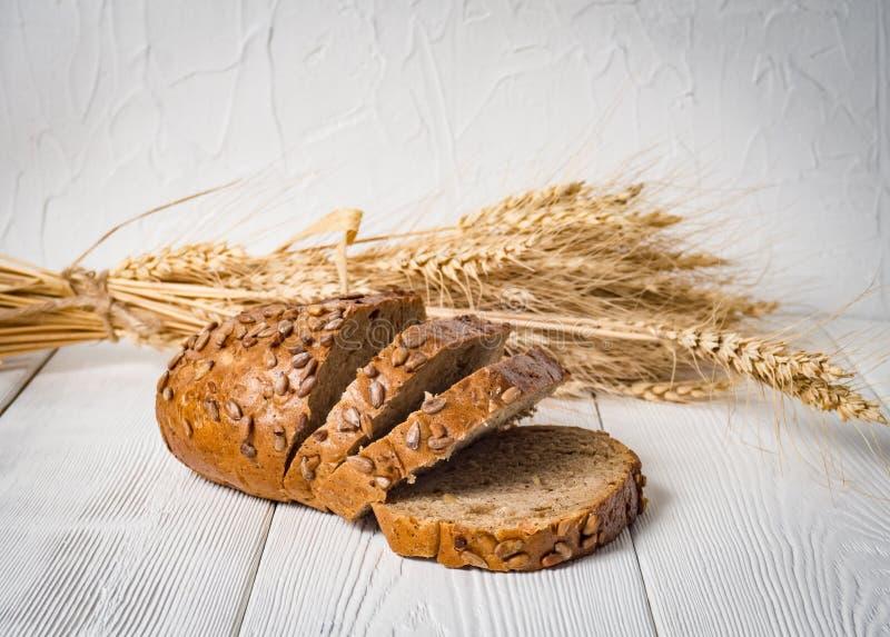 Frisch Brot lokalisiert auf weißem Hintergrund lizenzfreie stockfotografie