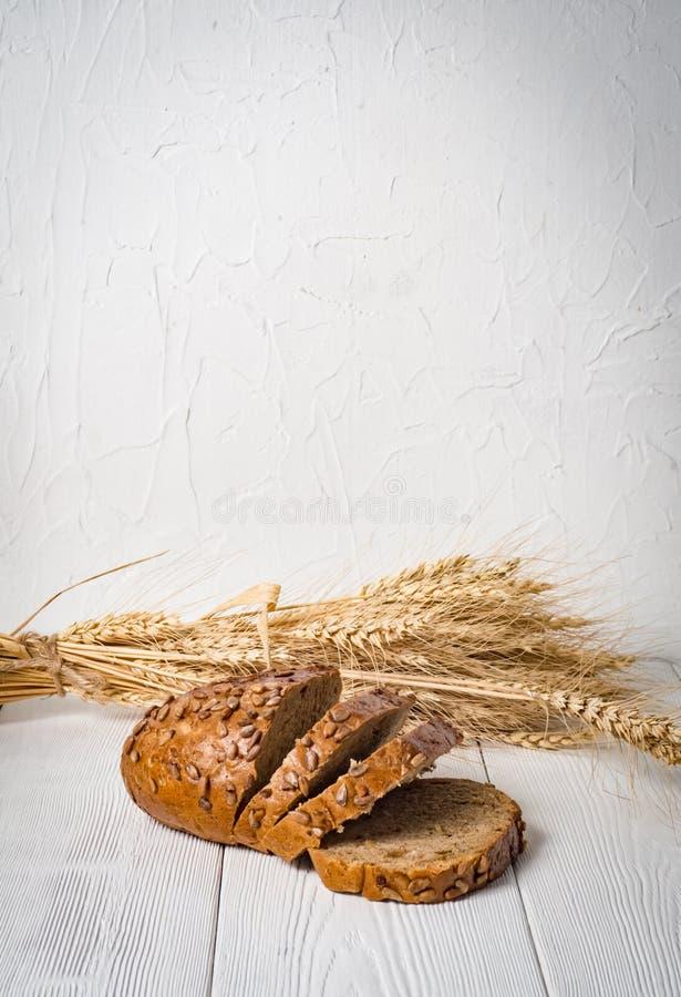 Frisch Brot lokalisiert auf weißem Hintergrund stockfotos