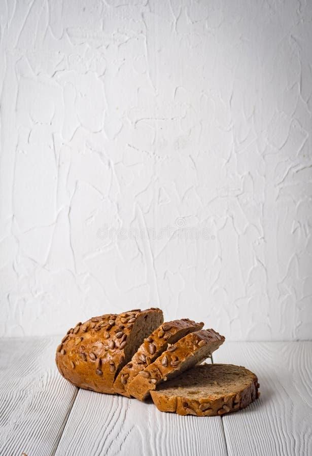 Frisch Brot lokalisiert auf weißem Hintergrund lizenzfreies stockbild