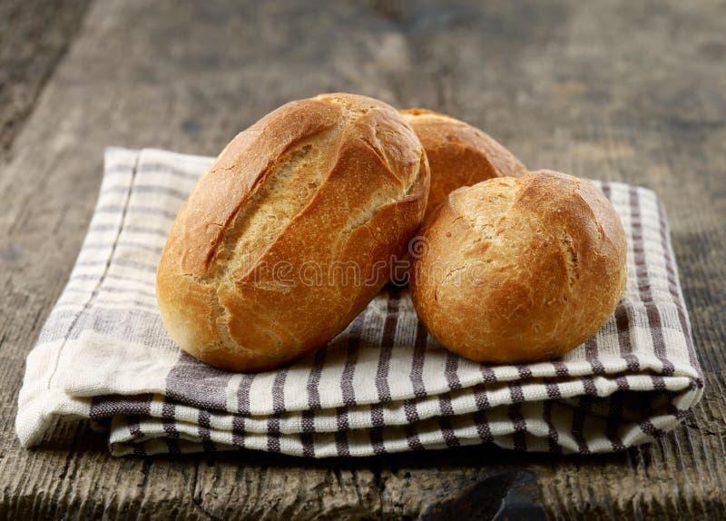 Frisch gebackene Brotbrötchen stockbilder