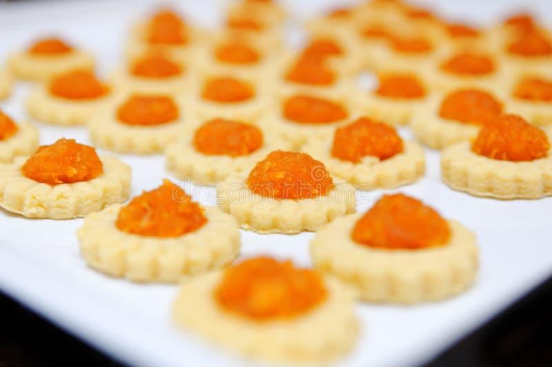 Frisch gebackene selbst gemachte Ananastörtchen lizenzfreie stockbilder
