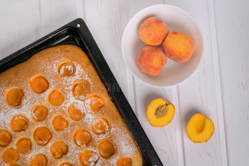 Frisch gebackene Torte unter Verwendung der frischen Frucht Gesundes Essen lizenzfreie stockbilder