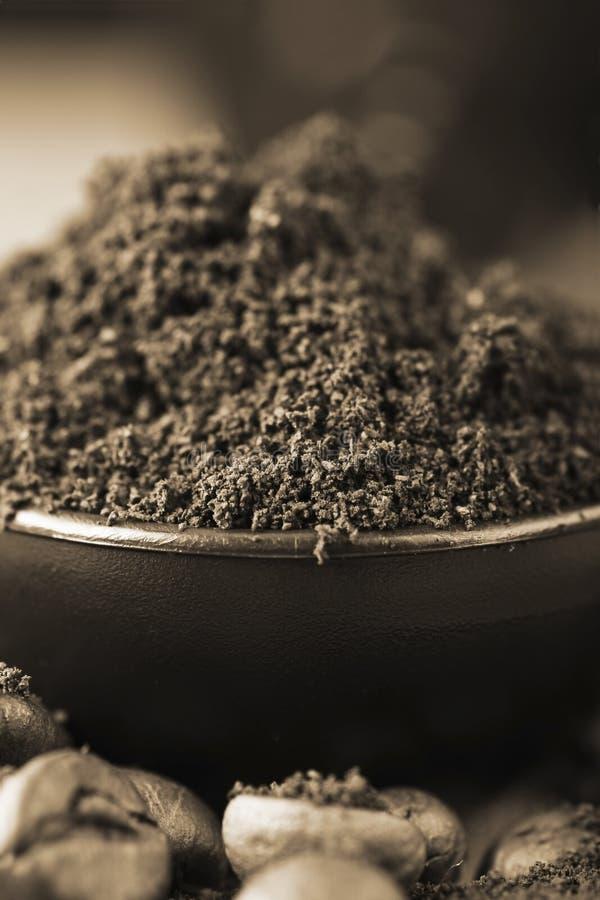 Frisch gemahlener Kaffee lizenzfreie stockfotos