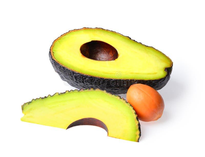Frische Avocado auf einem weißen Hintergrund stockfotos
