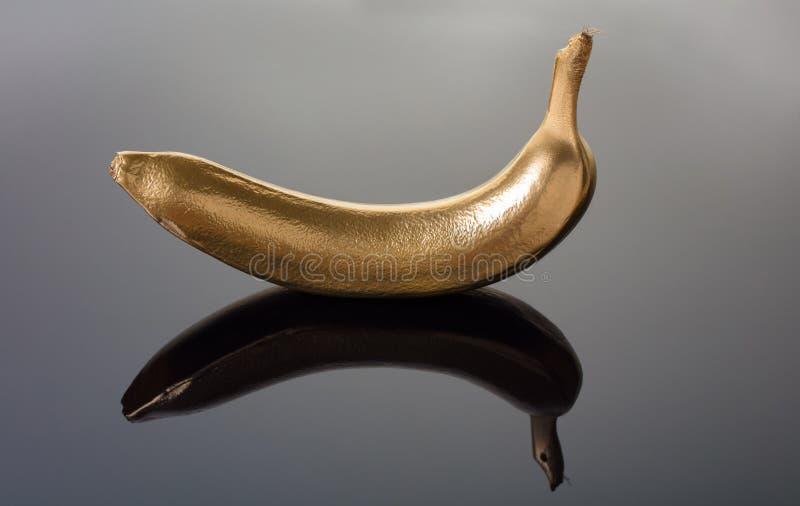 Frische Banane mit goldener Rinde lizenzfreies stockfoto