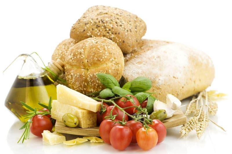 Frische Bestandteile für ein italienisches Abendessen lizenzfreie stockfotografie