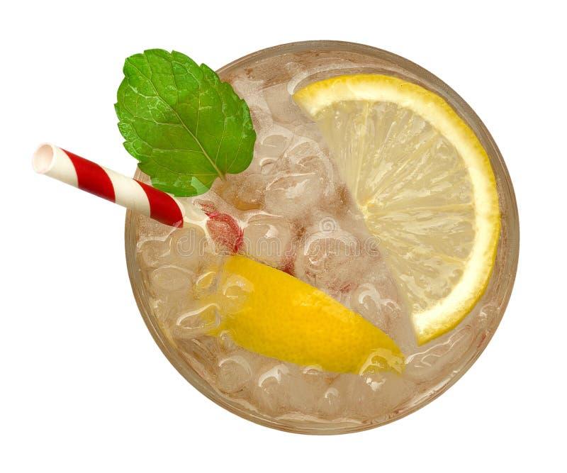 Frische Cocktaillimonade, Honigzitronensoda mit gelber Kalkscheibe und tadellose Draufsicht lokalisiert auf weißem Hintergrund, B lizenzfreie stockbilder