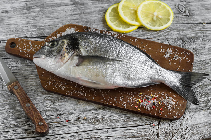 Frische dorado Fische stockfotos