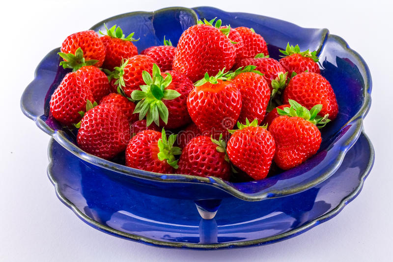 Frische Erdbeeren auf weißem Hintergrund lizenzfreies stockfoto