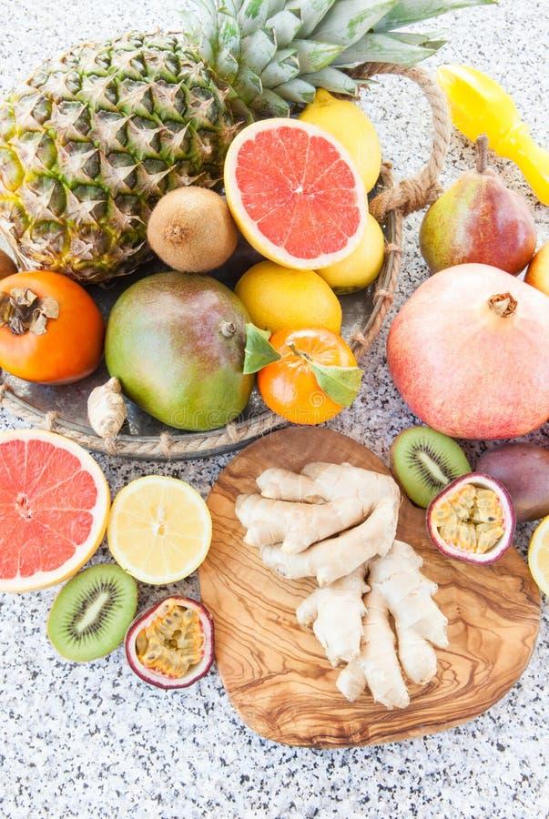 Frische exotische Früchte stockfotos