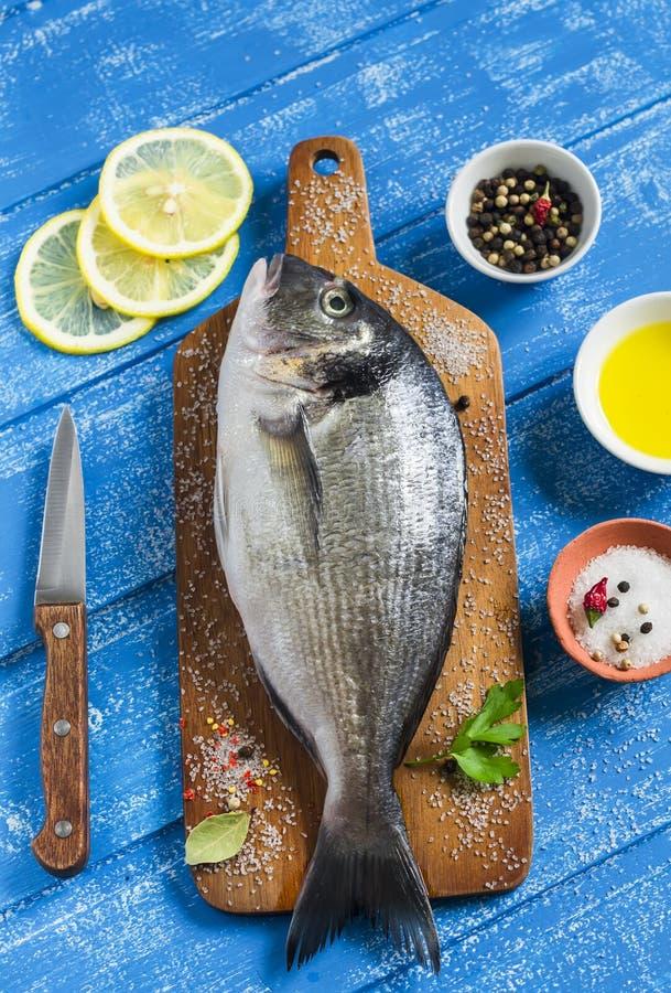 Frische Fische und Zitrone Dorado stockfotos