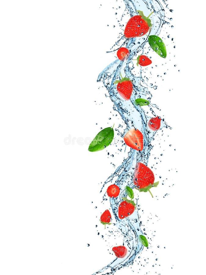 Frische Früchte im Wasserspritzen lizenzfreies stockbild