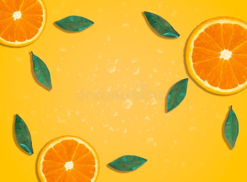Frische Frühlingssommer-Hintergrundtapete mit orange Scheiben lizenzfreie stockbilder