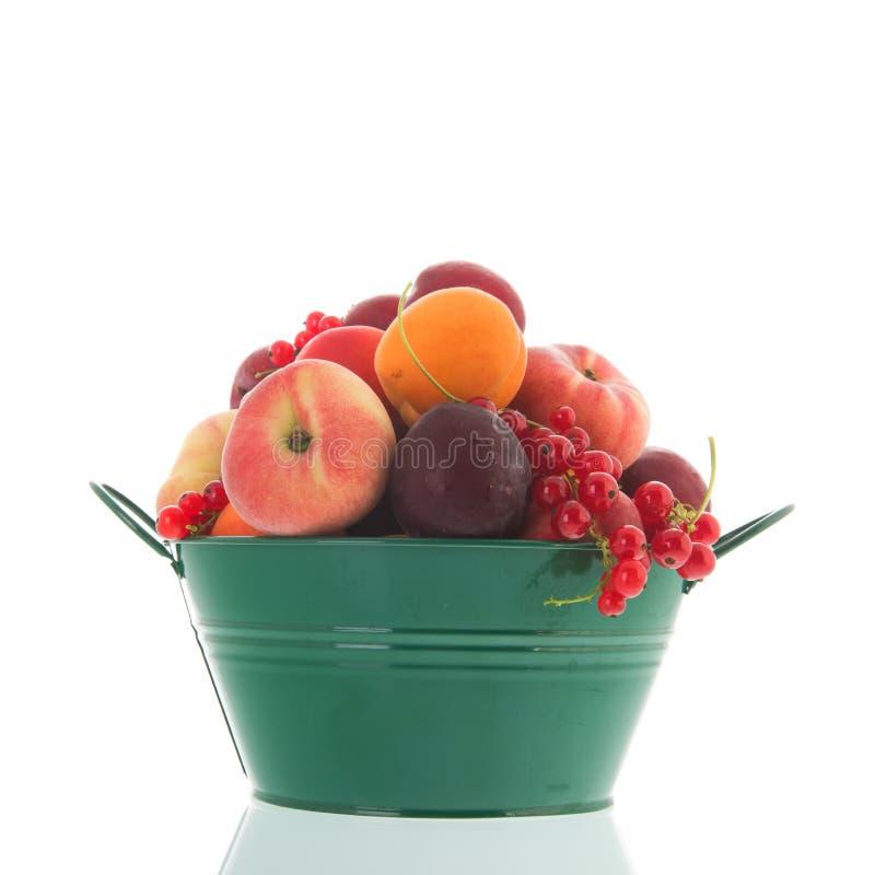 Frische Frucht des grünen Eimers stockbilder