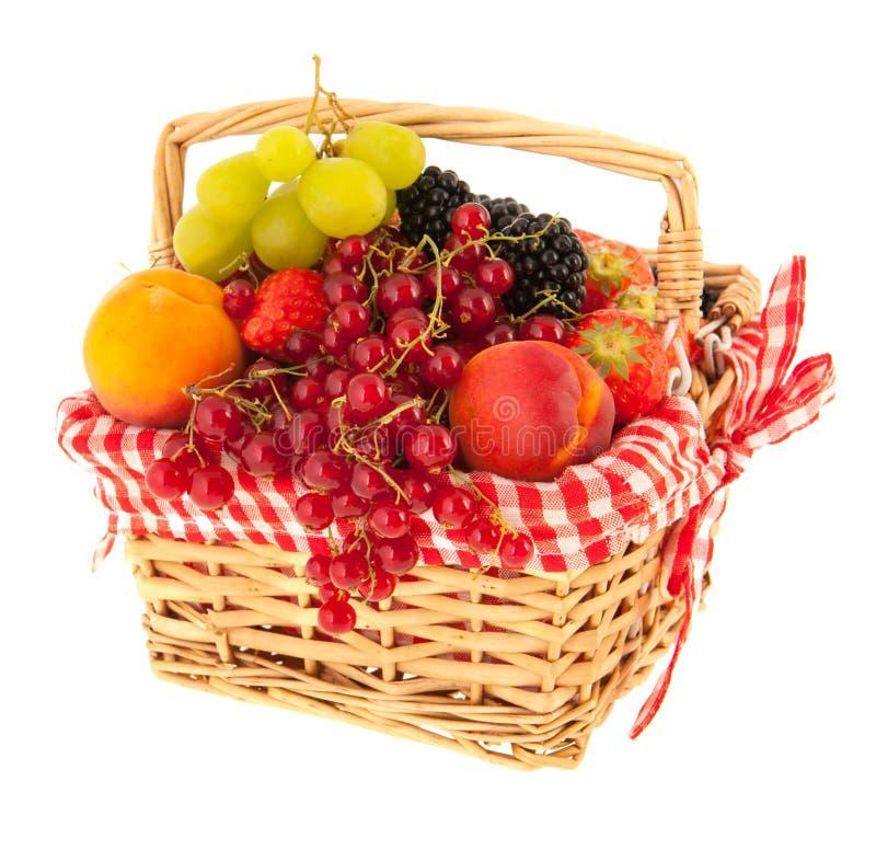 Frische Frucht des Korbes lizenzfreies stockbild